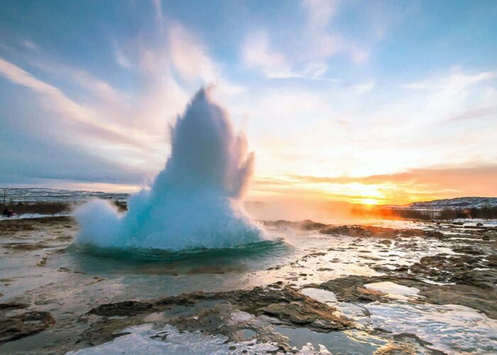 Iceland Golden Circle Waterfall Tour and Volcano Lake Crater on Minibus