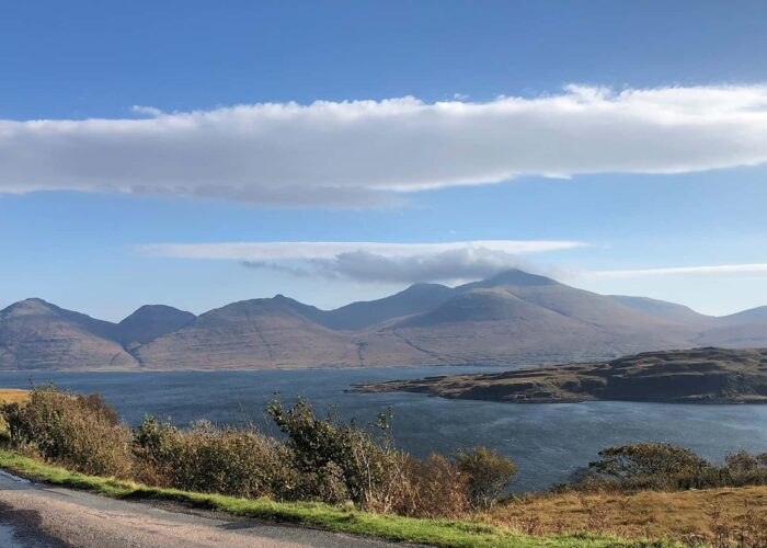 6 Day Island Hopping Tour to the Isles Mull, Iona & Skye from Edinburgh